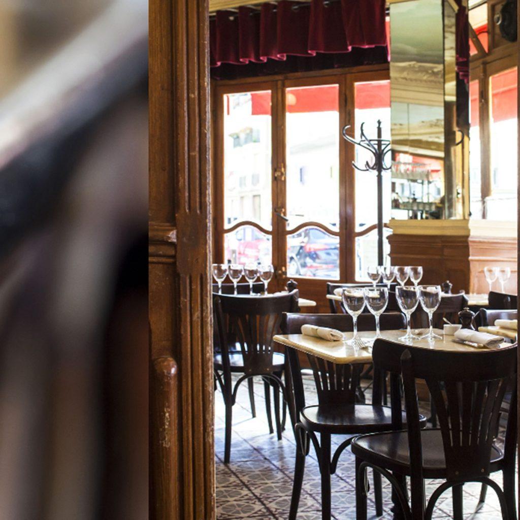gdzie tanio zjeść w paryżu