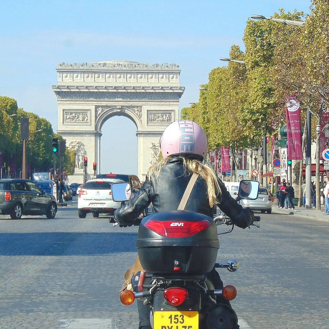 PARYŻ, CO WARTO ZOBACZYĆ? Czy znasz wszystkie Łuki Triumfalne w Paryżu?
