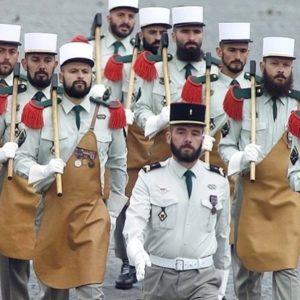 Legia Cudzoziemska, dlaczego legioniści noszą śnieżnobiałe nakrycia głowy?
