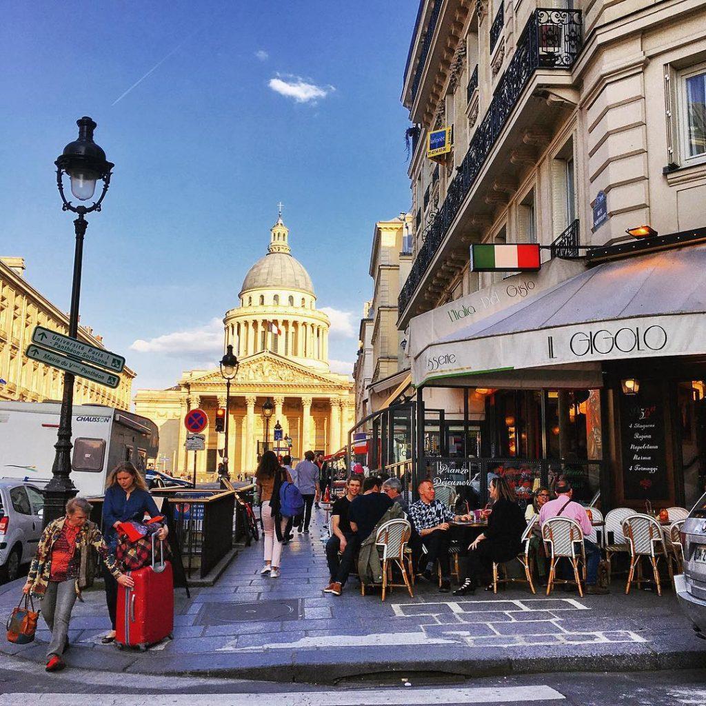 Dlaczego Francuzi nie lubią Anglików, stosunki francusko-angielskie, stostunki francusko-brytyjskiefrancuski czasownik mettre - kłaść, nałożyć, stawiać, wkładać, nakryć, ubrać....