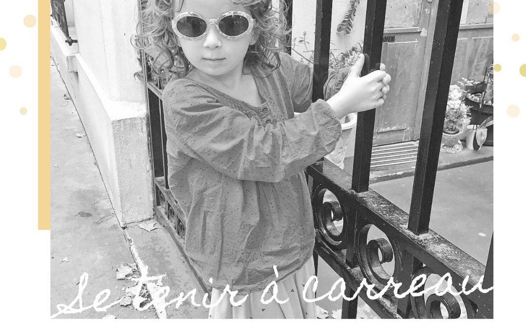Francuskie wyrażenie:  se tenir à carreau – trzymać się spokojnie.