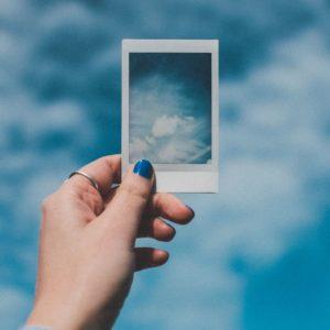 Skąd wzięło się wyrażenie: być w siódmym niebie – po francusku être au septième ciel.