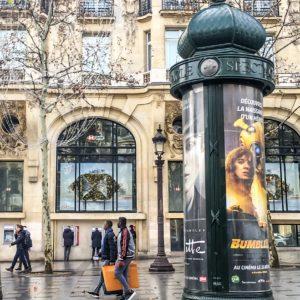 Paryskie słupy reklamowe, czyli tzw Colonnes Morris.